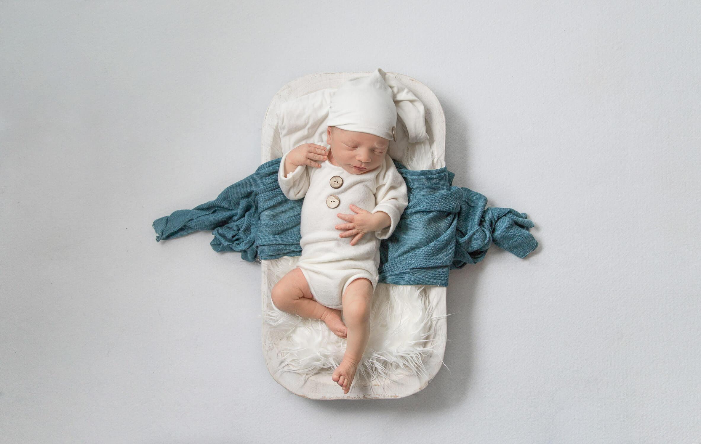 newborn-sleepy-birdseye-1