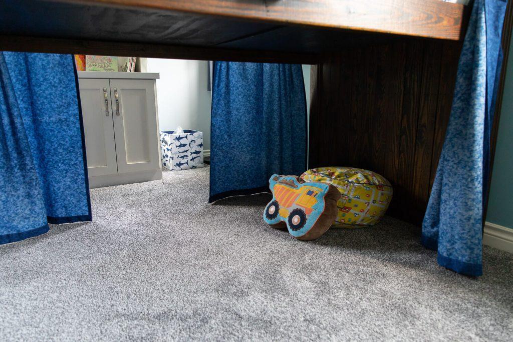 under bed fort space in boy's bedroom